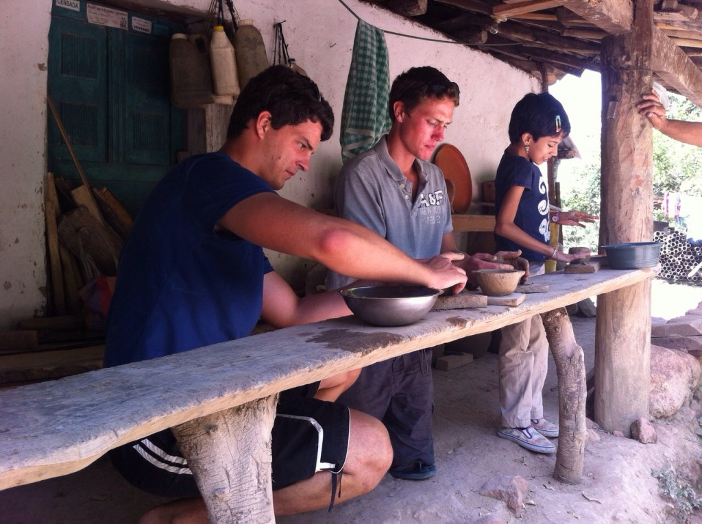 Haciendo ceramica chorti